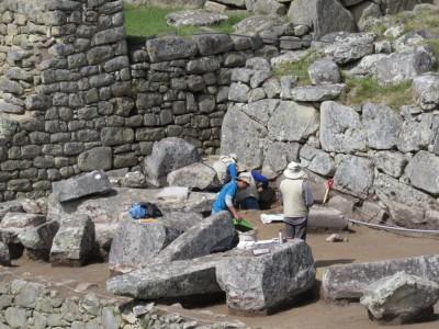 archeologues-machu-picchu1